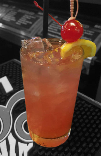 Pom Collins Bar Cocktail